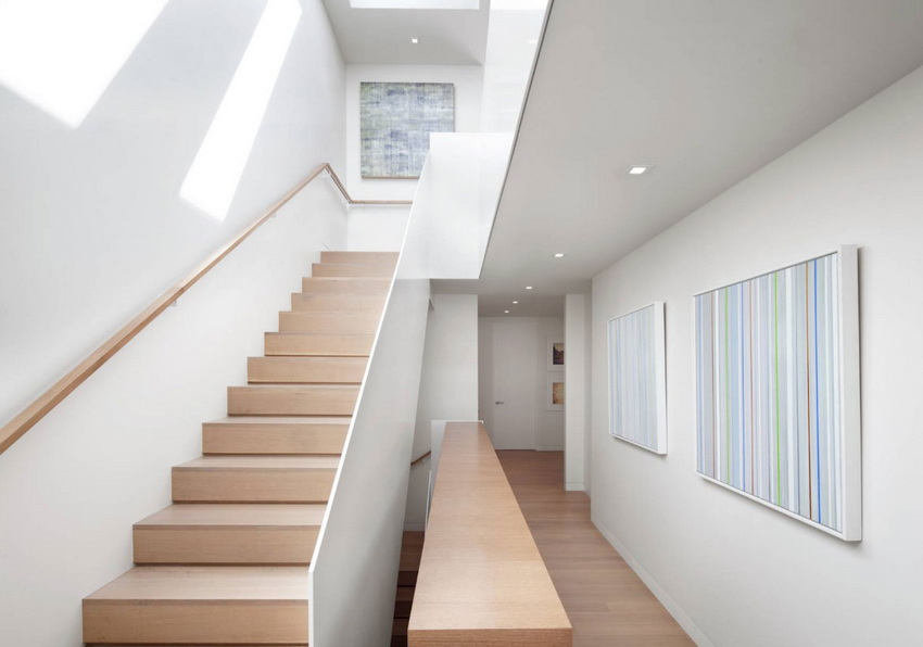 Stair Bordes with Painting