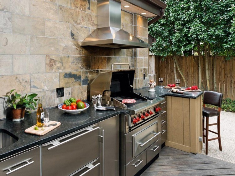 Mediterranean-style outdoor kitchen