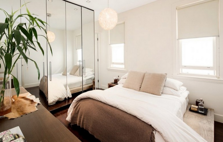 small bedroom design with large mirror