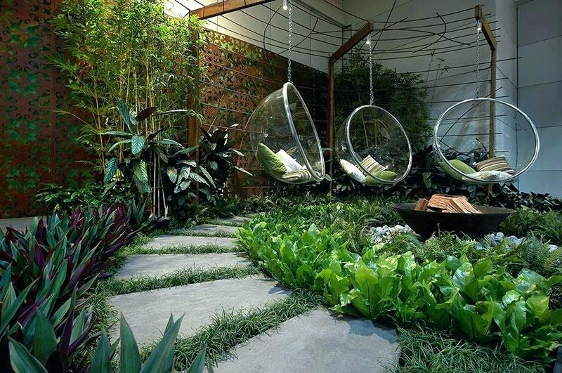 A Playful Hanging Yard