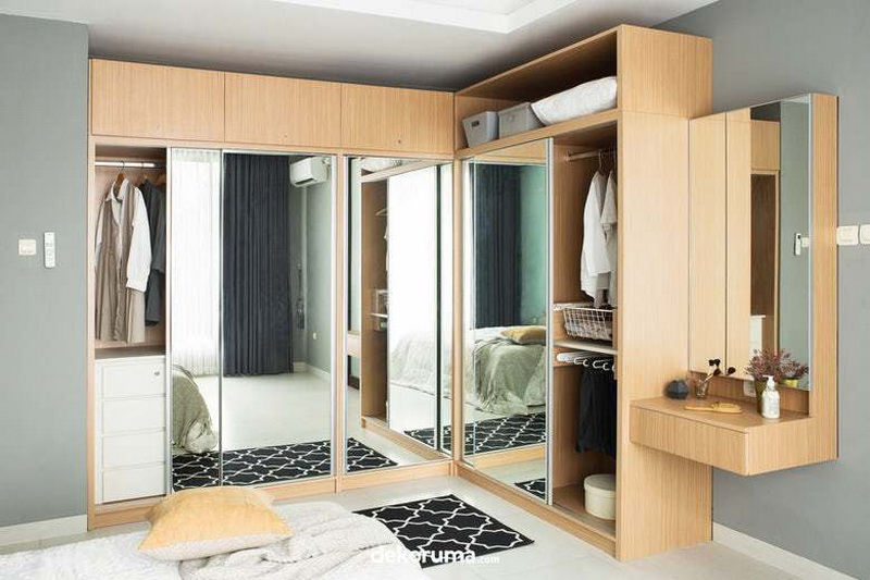 Design Wardrobe with Mirror