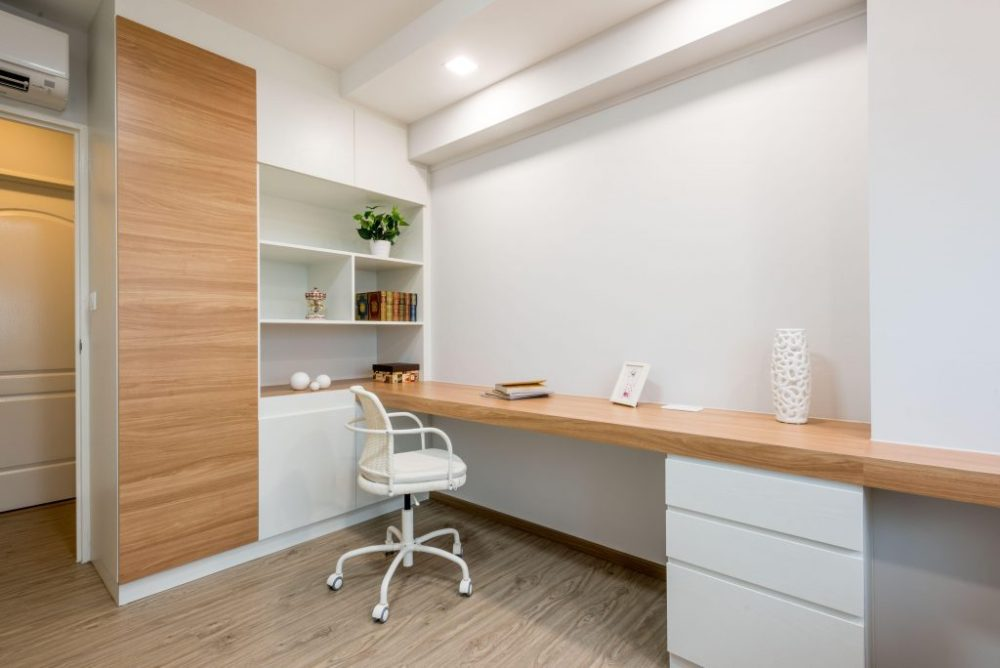 Minimalist Work Space with a touch of natural accent