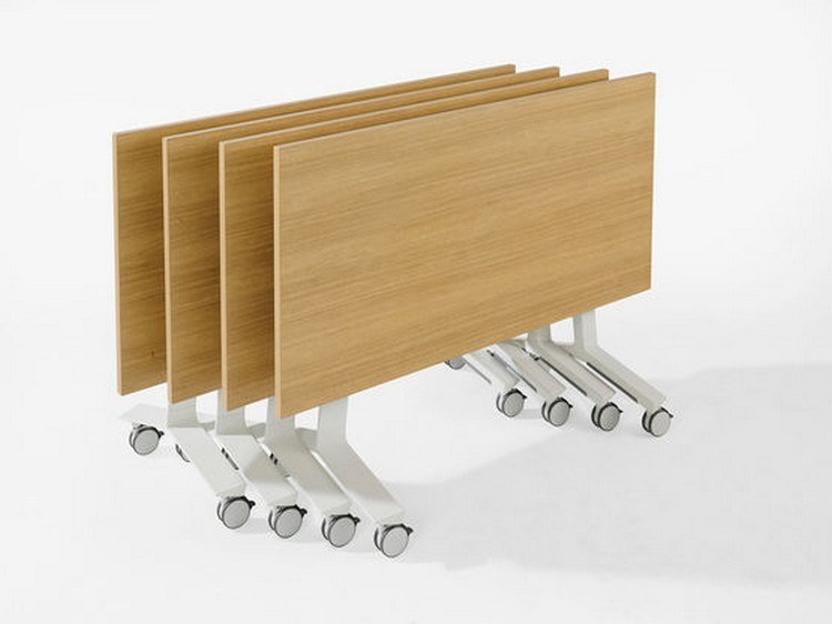 Portable table with wheels