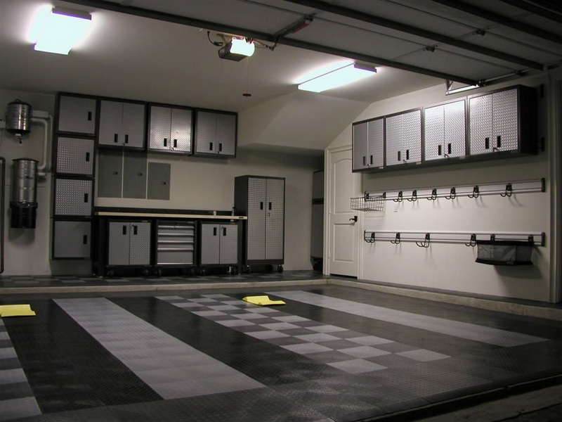 Masculine nuanced Car Garage Design