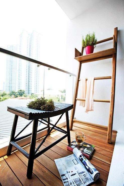 Minimalist balcony in a Studio Apartment