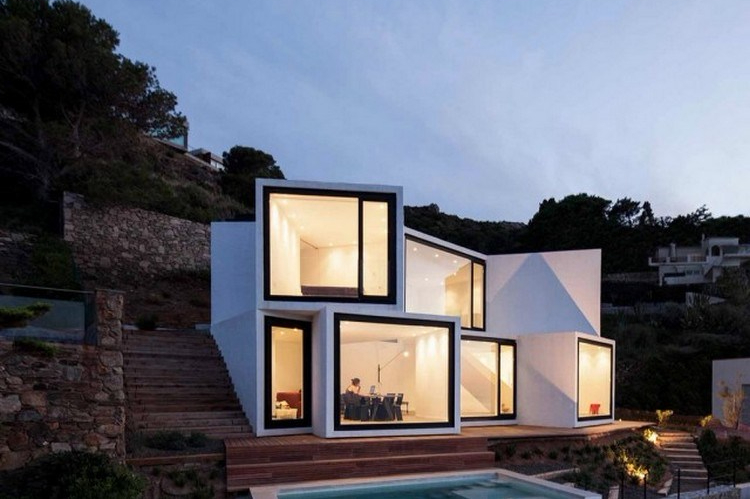 Unique geometric house design from a stack of cubes